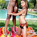 Second pic of Angel Cummings and Mariah Kakes:Two ebony outdoor