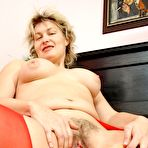 Third pic of Older Jaromira muff vibrator pussy insertion