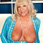Second pic of 40SomethingMag.com - Mandi McGraw - Our Oldest MILF So Far!