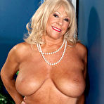 Third pic of 40SomethingMag.com - Mandi McGraw - Our Oldest MILF So Far!