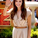 First pic of Angelina Jolie posing at Kung Fu Panda 2 photocall in Cannes