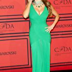 First pic of Sofia Vergara deep cleavage in green dress