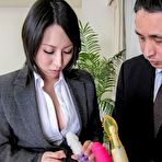 First pic of Yuuna Hoshisaki in office suit gets cum in palms after handjob