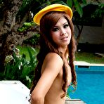 Second pic of Skinny Thai girl getting naked by the pool | Asian Porn Times
