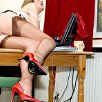 Fourth pic of office girls gets dirty phone call - Milf Nylon