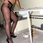 First pic of Pantyhose Diva stuffing her naked pussy - Pantyhose Seduction