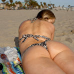 Fourth pic of Ira Greene gets naked on Zishy at the beach  / Hotty Stop