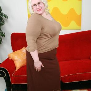 Nude porn Pics with Chubby Blonde Tina Tooled